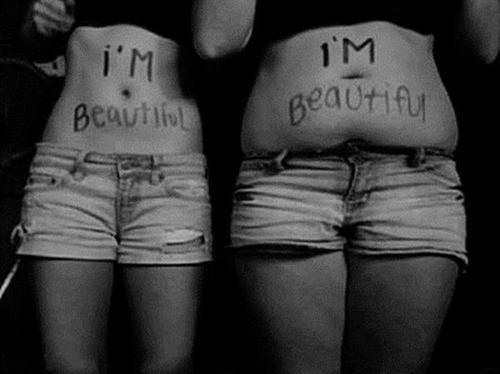 Não permita que um padrão ridículo venha definir seu corpo, sua mentalidade e seus ideais.